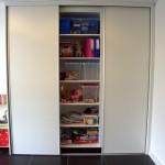Schuifdeurkastenwand speelkamer deur open