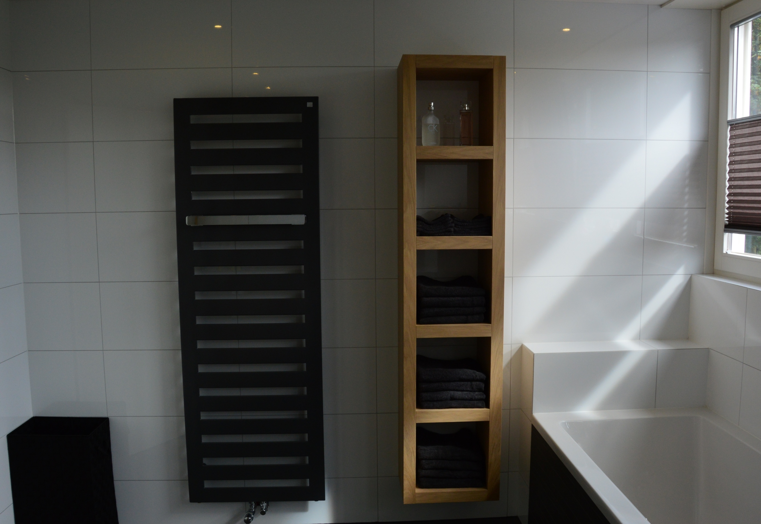 Stapel handdoeken in de kast stock foto afbeelding bestaande uit